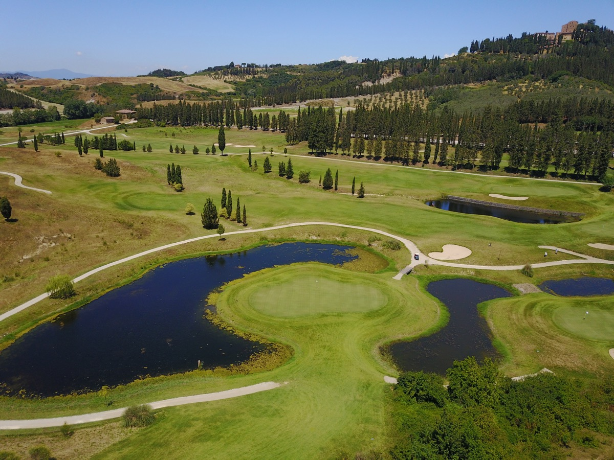 Castelfalfi- hole18 approach
