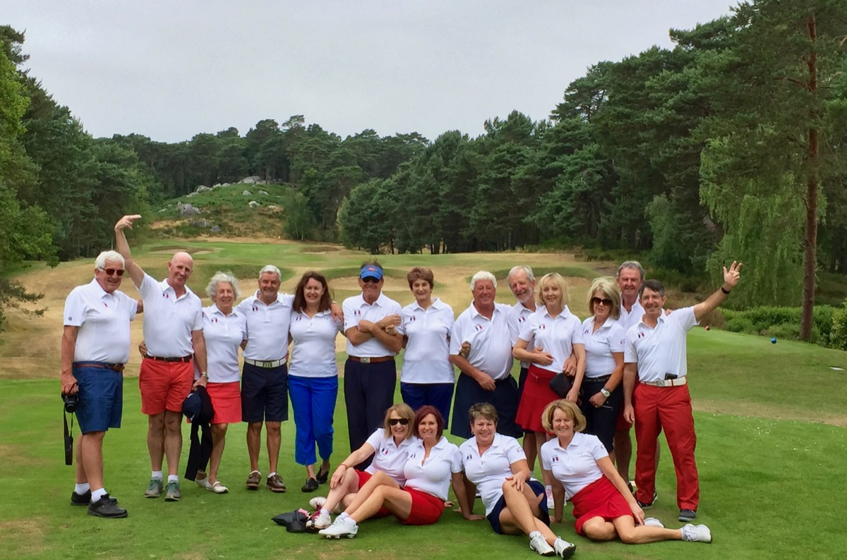 Group photo at Golf de Fontainebleau