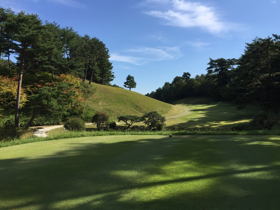 The drive on hole 9, Naruo GC
