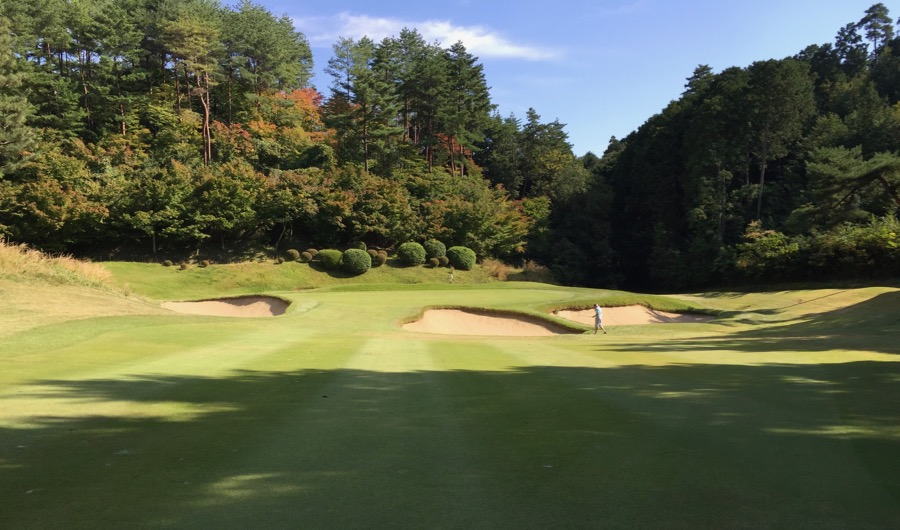 The approach to hole 9, Naruo GC