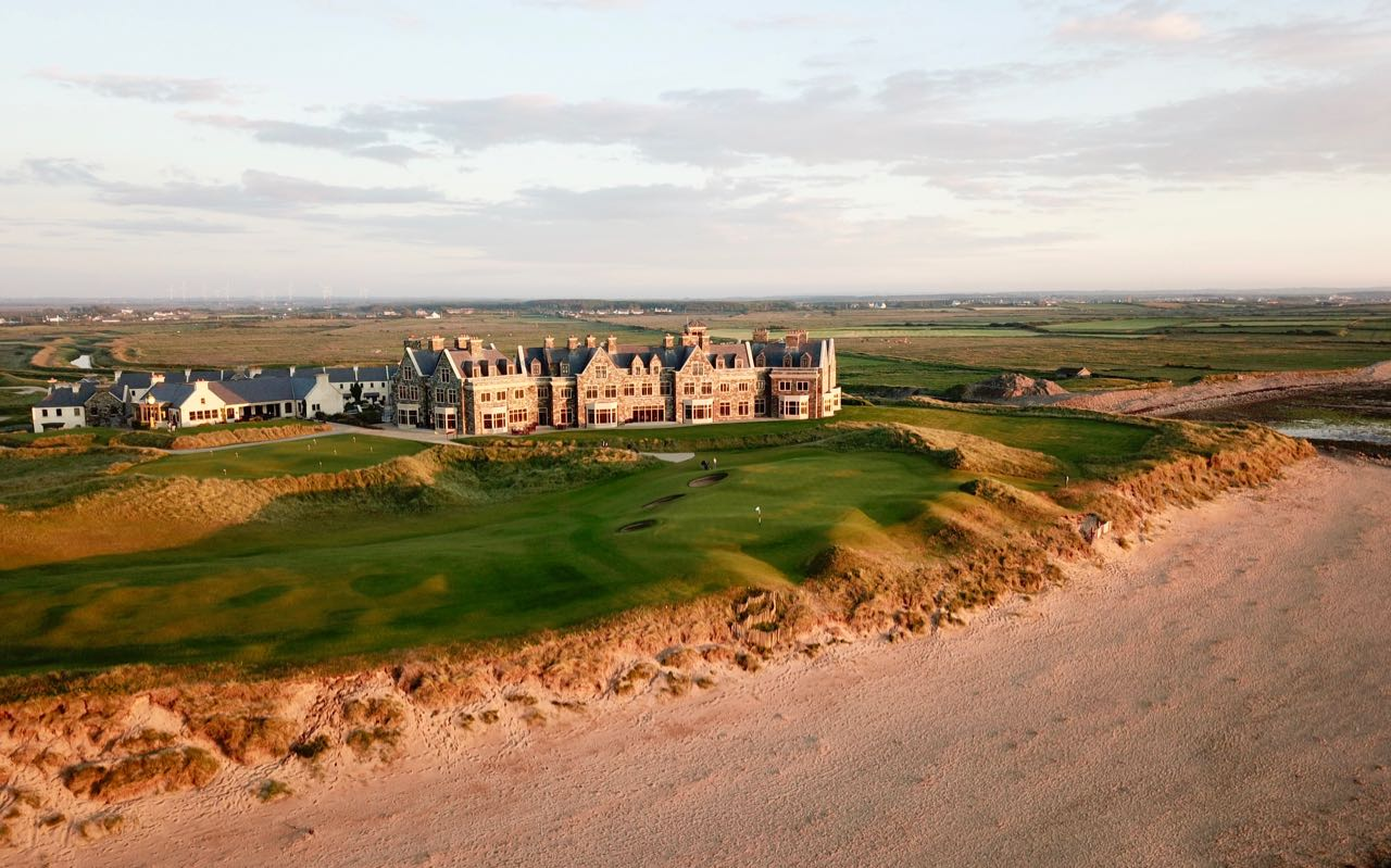 Doonbeg Golf Links- hole 18 green, beach & clubhouse
