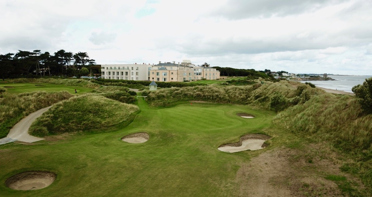 Portmarnock Links- hole 18 & hotel