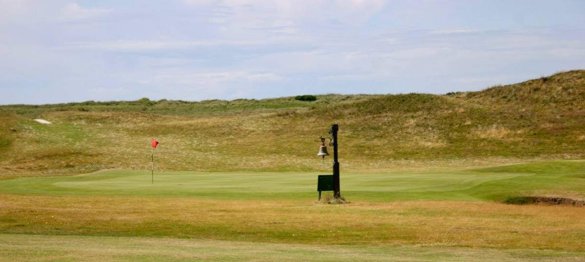 Prestwick GC- hole 5: 'ring the bell!'