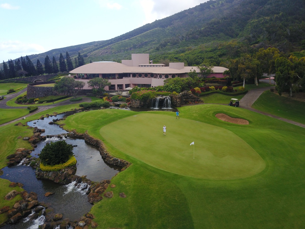 The King Kamehameha GC- 18th green & clubhouse